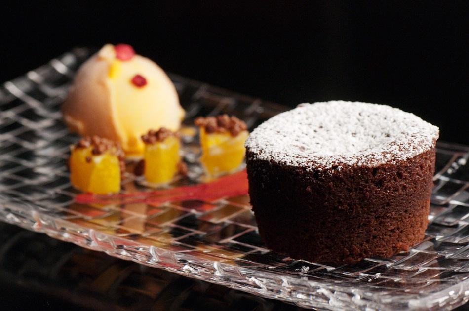 Coulant de chocolate con sorbete de mandarina